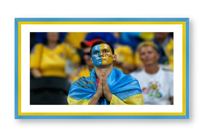 ukrainskie-bolelschiki-v-ramke-dlya-foto